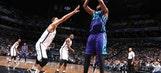 Walker, Jefferson help Hornets run win streak to 5