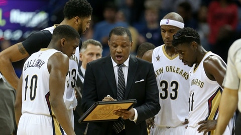 Alvin Gentry staggering his big men