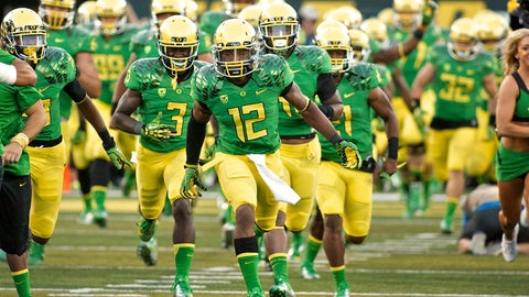 9. Oregon: Green shirt, yellow helmets and pants