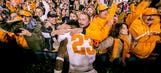 PHOTO: Tennessee fans travel in droves to welcome Vols to Nashville
