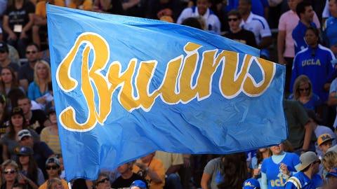 Rick Neuheisel leads UCLA to victory despite being sick (1984)