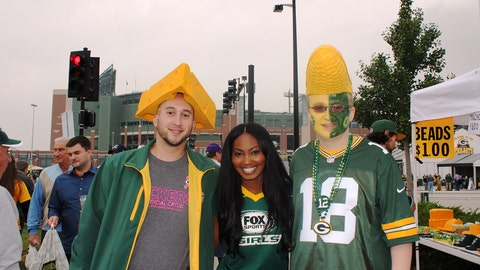 These fans are ready for a Packers win!