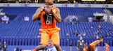Jameis Winston shows off strong arm, but Marcus Mariota has faster feet