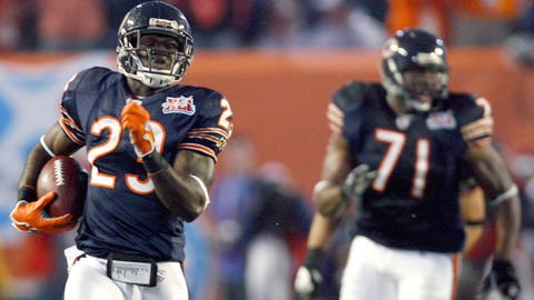 Super Bowl XLI: Devin Hester returns opening kickoff for TD
