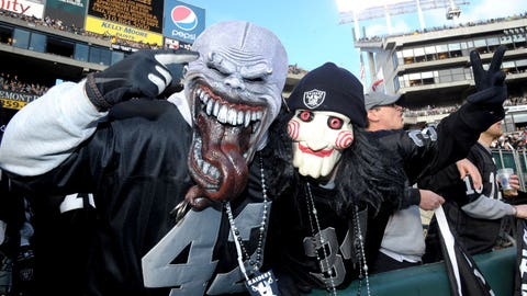 RAIDERS (-5.5) over Texans (Over/under: 46)