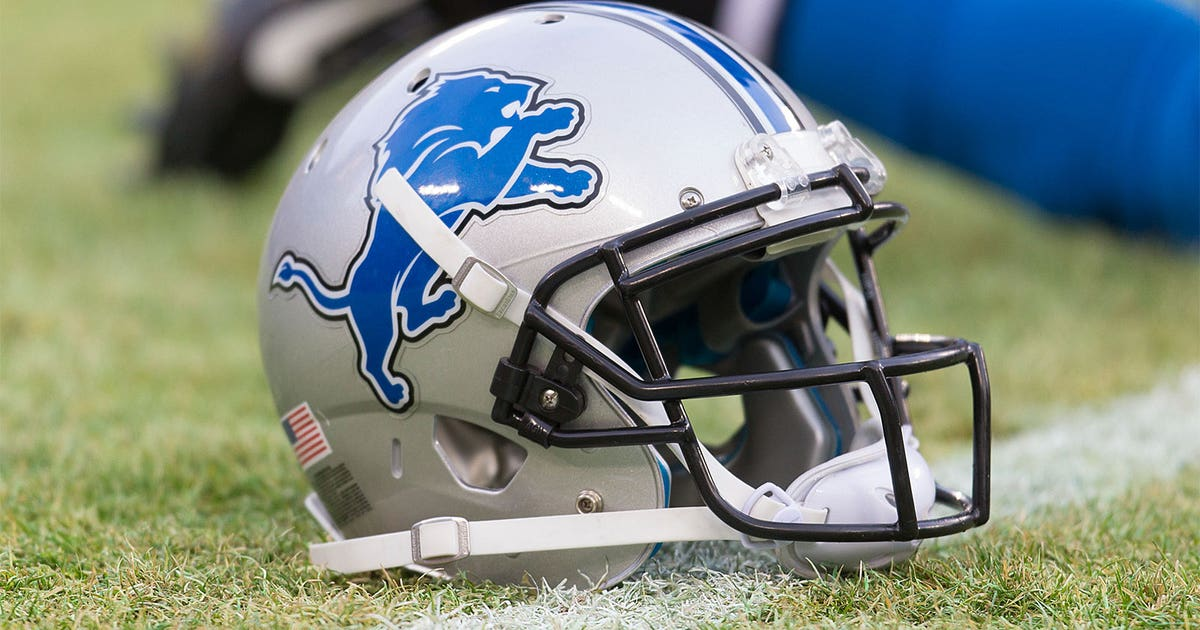 9df310f6b17b6b PHOTO: The Lions can't even get their practice helmets right | FOX Sports