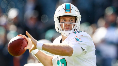 Ryan Tannehill throws for 86 yards, yet Dolphins still win