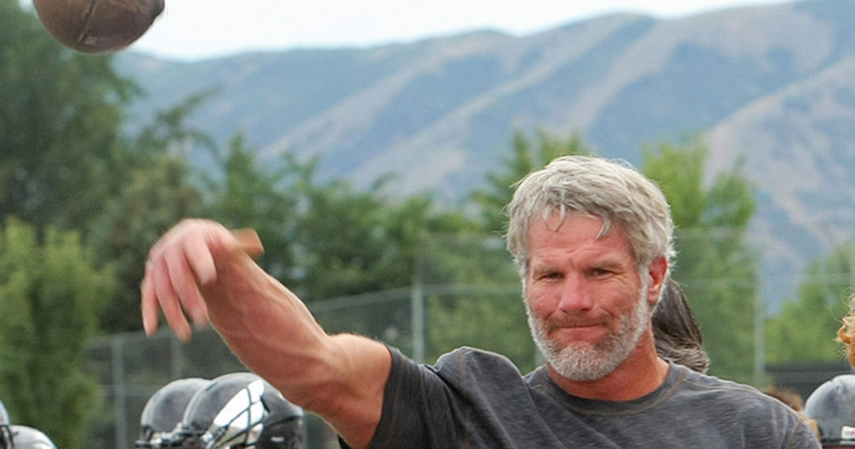 Watch 47 Year Old Brett Favre Throw Bullet Passes After