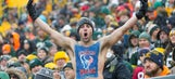 Texans tight end pulls off a Lambeau Leap in Green Bay's home