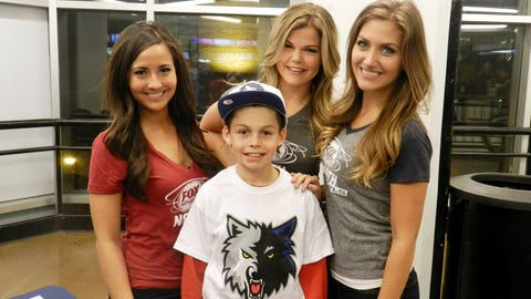 The FOX Sports North Girls hung out with fans in the concourse before the Timberwolves game vs. the Kings.