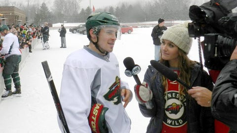 Jennifer interviews Alternate Captain Zach Parise to get his thoughts on the team's annual outdoor practice.