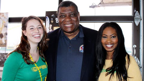 The FOX Sports Wisconsin Girls got a chance to meet Packers legend Dave Robinson. He even let them try on his Hall of Fame & Super Bowl rings.