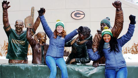 A Packers victory deserves a Lambeau Leap! The FOX Sports Wisconsin Girls had a blast cheering on the Pack & meeting fans!