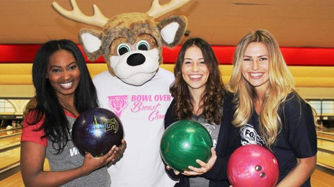The FOX Sports Wisconsin Girls take a break from bowling to get some pointers from Bango.
