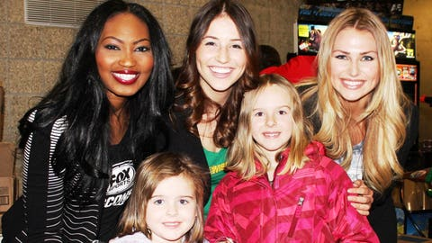 These future FOX Sports Wisconsin Girls pose with Bishara, Chyna & Sage before cheering the deer!