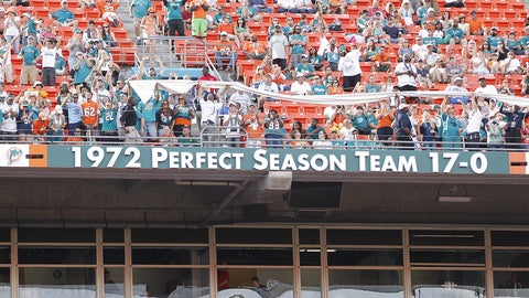 The undefeated 1972 Miami Dolphins finally get some company