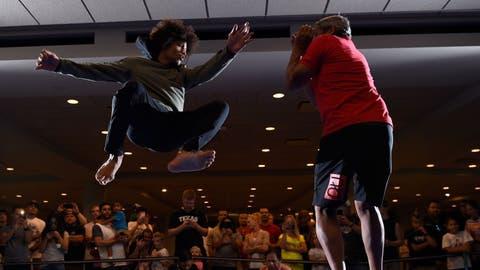 Alex Caceres vs. Jason Knight